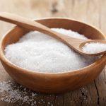 Những thực phẩm gây sỏi thận - Muối ăn.