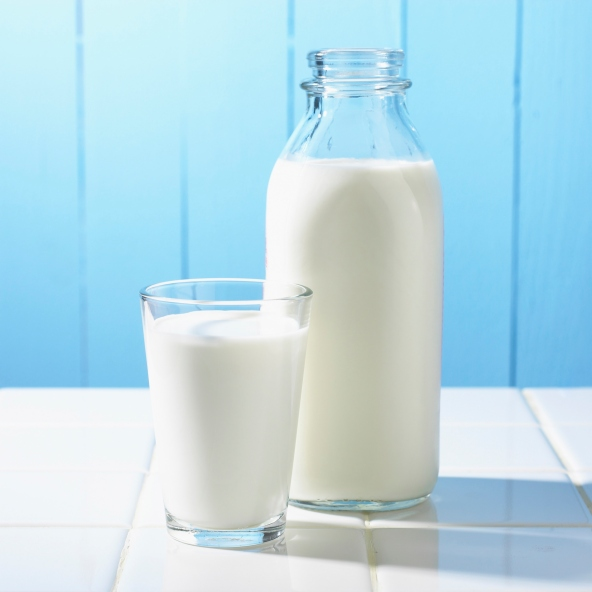 Những thực phẩm gây sỏi thận - Sữa.